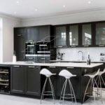 Изысканность и элегантность черно-белой кухни